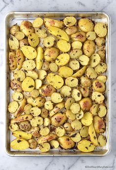 A new post from She Wears Many Hats. Lemon Garlic Parsley Roasted Potatoes are a delicious side dish to compliment any meal. They're easy too! (more…) The post Lemon Garlic Parsley Roasted Potatoes Easy Roasted Potatoes, Roasted Potato Recipes, Lemon Potatoes, Onion Recipes, Soup Recipes, Vegetarian Recipes, Dessert Recipes, Parsley Potatoes, Recipes Dinner