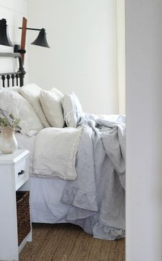 Linen and Flannel Ruffle Throw Blanket Sewing Tutorial Farmhouse Style Projects Farmhouse Bedroom