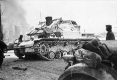 IV armored division, destroyed in the end of November 1941 in battle with the 239 th infantry division under Stalinogorsk, towed to the Assembly point emergency. Battle Of Moscow, World War Ii, Military Vehicles, Wwii, Horror, History, German, World War Two, Deutsch