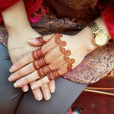 Beautiful and Easy Mehndi Designs For Eid You Must Try Basic Mehndi Designs, Floral Henna Designs, Mehndi Designs Feet, Indian Mehndi Designs, Henna Art Designs, Mehndi Designs For Beginners, Mehndi Designs For Girls, Mehndi Design Photos, Wedding Mehndi Designs
