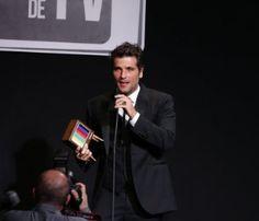 Em prêmio, Gagliasso discursa por fim da censura a beijos gays nas novelas #Ator, #BeijoGay, #Brasil, #BrunoGagliasso, #FernandaMontenegro, #Gay, #Gente, #MateusSolano, #Novela, #Novo, #Prêmio http://popzone.tv/em-premio-gagliasso-discursa-por-fim-da-censura-a-beijos-gays-nas-novelas/