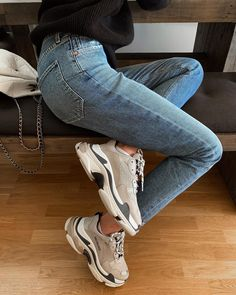 Shoes Sneakers Dad sneakers Jeans Sweater Outfit Winter Spring I Shoes Sneakers Dad sneakers Jeans Sweater Outfit Winter Spring Inspiration More on Fashionchick Sneakers Mode, Sneakers Fashion, Fashion Shoes, Fashion Outfits, Womens Fashion, Jeans With Sneakers, Jeans Shoes, Mom Fashion, Leather Sneakers