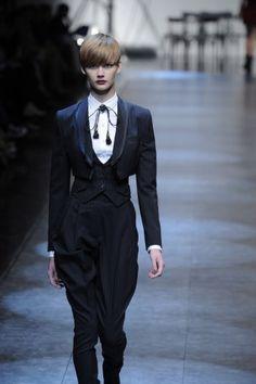 131 meilleures images du tableau En vrac chic   Fashion editorials ... a5c22be2b87