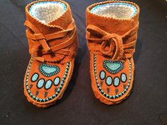 Children and Young Native Beading Patterns, Beadwork Designs, Toddler Moccasins, Baby Moccasins, Indian Beadwork, Native American Beadwork, Baby Moccasin Pattern, Painted Canvas Shoes, Beaded Moccasins