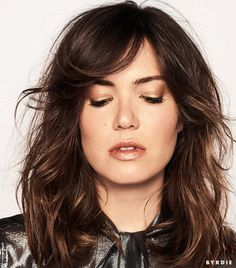 In love with Mandy Moore's gold lids, bronze lips and messy waves