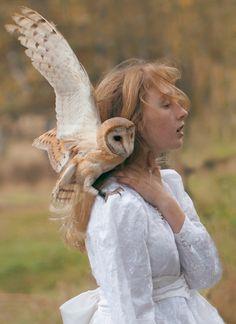 Reportaje fotográfico de seres humanos con animales salvajes de mano de la fotógrafa Katerina Plotnikova's. Increíble.