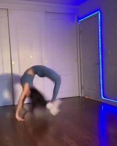 Gymnastics Stretches, Gymnastics Poses, Gymnastics Videos, Gymnastics Workout, Gym Workout Videos, Gym Workout For Beginners, Workout Humor, Gym Workouts, Cheerleading Workouts