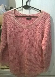 Kup mój przedmiot na #vintedpl http://www.vinted.pl/damska-odziez/swetry-z-dekoltem/12380175-rozowy-sweterek-marki-ff