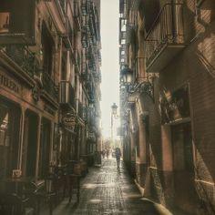Luces y sombras busca el caminante. #zaragozadestino http://instagram.com/unaimensuro