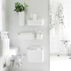 tuuliさんの、Bathroom,観葉植物,マグネット,白黒,モノトーン,真っ白,mon・o・tone,白黒グレー,浴室にグリーン,浴室棚,バスルームの収納についての部屋写真