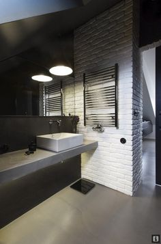Bold black walls with exposed white brick - amazing industrial bathroom design Industrial Toilets, Industrial Bathroom, Industrial House, Modern Industrial, Restroom Design, Bathroom Interior Design, Home Interior, Interior Architecture, Brick Bathroom