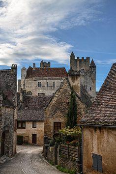 Beynac-et-Cazenac, Aquitaine Beaux Villages, France, Medieval Castle, Meeting New People, Castles, Places To Go, Buildings, Outdoors, Urban