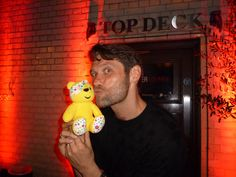 Johnny Partridge from @DamesnDudes, @HippodromeLDN and @AChorusLineLDN supports the Paul Strank Roofing Photothon with Pudsey #cin #pudsey #photothon