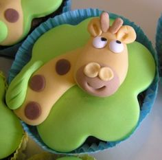 Giraffe cupcakes for my sweet lil lady Giraffe Cupcakes, Animal Cupcakes, Cupcake Cookies, Cupcake Toppers, Cupcake Art, Beautiful Cupcakes, Yummy Cupcakes, Fancy Cakes, Mini Cakes