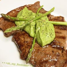 Grilled steak topped with a creamy avocado and asparagus sauce By @oh_my_foodness  Ingredients:  Steak Flavorgod Everything Seasoning  1 tbs olive oil 1 avocado  15 small stalks of asparagus  1 small minced garlic clove 3 tbs milk of choice 1 tbs lemon  S