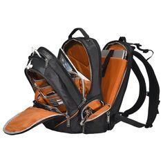 또 다른 특징으로 가방 안감 색상이 모두 오렌지 색임을 알수 있습니다. 오렌지 색상을 사용한 이유는 많은 포켓과 수납공간의 물건들을 빠르게 찾을 수 있도록 과학적으로 선택한 색상이라고 합니다.