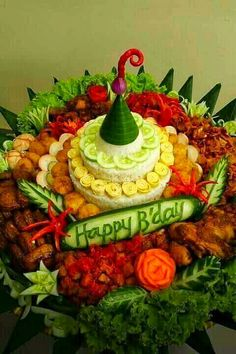 Boodle Fight, Pakistani Fashion Party Wear, Boodles, Food Garnishes, Indonesian Food, Thai Recipes, Party Cakes, Bento, Birthday Wishes