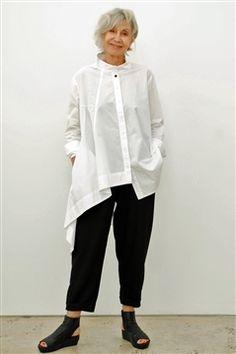 Moyuru white cotton shirt with one long dropped asymetrical side. Moyuru white cotton shirt with one long dropped asymetrical side. Daily Fashion, Boho Fashion, Fashion Outfits, Womens Fashion, Fashion Design, Woman Outfits, Kleidung Design, White Shirts, Long White Shirt