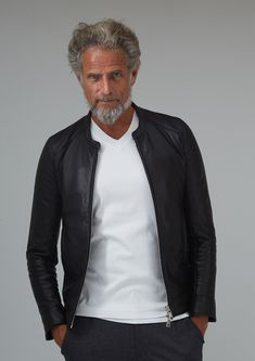 Basic Fashion Tips .Basic Fashion Tips Fashion For Men Over 50, Older Mens Fashion, Winter Outfits Men, Casual Outfits, Casual Trends, Timeless Fashion, Capsule Wardrobe, Winter Fashion, Menswear