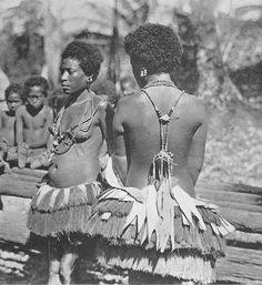 Anillo Kula  Resultados de la Búsqueda de imágenes de Google de http://www.civilization.org.uk/wp-content/uploads/2012/02/Trobriand-_women-necklaces-pl19.jpg