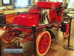 Rambler model D 130 One Cyl Runabout, voiture routière de 1902  La Rambler model D 130 One Cyl - Runabout 2 places, cette ancienne automobile fut construite en 1902 à 1500 exemplaires vendu $750, carrosserie runabout 2 places- moteur monocylindre développant 4cv.