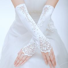 Such a delicate and elegant pair of bridal gloves! Would this be the ones you wear on your big day? Get these gloves at $13.99!!