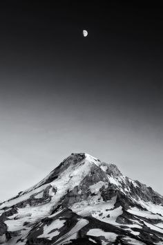 Tattoo idea: love the way the mountain looks. Hood from Owl Point · Mt. Hood National Forest · Oregon · USA by Tula Top Mountain Images, Oregon Usa, Mountain Tattoo, Mountain Photography, Mount Fuji, T Art, Nature Images, Milky Way, Mother Earth