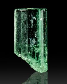 Green Sharply Terminated EMERALD Crystal Muzo Colombia Crystals Minerals, Rocks And Minerals, Stones And Crystals, Mineral Stone, Rock Formations, Agates, Gems Jewelry, Fossils, Geology