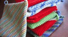 [Free Pattern] These Folded Potholders Would Make Amazing Gifts For All Foodies And Hostesses In Your Life - Knit And Crochet Daily