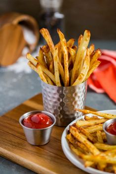 These Extra Crispy Oven Baked French Fries Put A Healthier Spin On One Of Your Favorite Foods Made With Just A Light Splash Of Olive Oil, These Crispy Oven Baked Fries Are Super Tasty Without All The Grease. They Stay Nice And Crisp After Baking, Keeping French Fries At Home, Oven Baked French Fries, Making French Fries, Crispy French Fries, French Fries Recipe, Best French Fries, French Recipes, Homemade Fries, Homemade French Fries