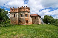 У 47 км від Хмельницького знаходиться місто Старокостянтинів, яке примітне замком, зведеним в 16 столітті. Старокостянтинівський замок був настільки міцним, що...