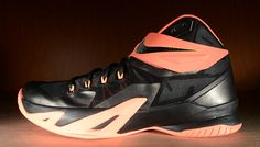 Get a detailed look at this upcoming colorway of the Nike Zoom Soldier VIII.   This Nike Zoom Soldier VIII comes in a black, bright mango, peach cream and dar