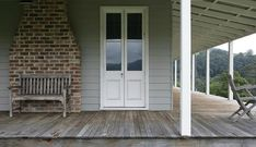 Take full advantage of our Streamlined Building Systems. Control over price, quality and timing without sacrificing individuality or design flexibility. Dulux Exterior Colours, Exterior House Colors, Exterior Paint, Weatherboard House, Queenslander, Pula, Country Farmhouse, Modern Farmhouse, Country Homes