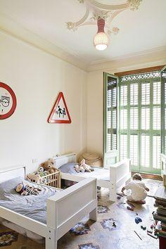 Apartment Refurbishment by Anna & Eugeni Bach