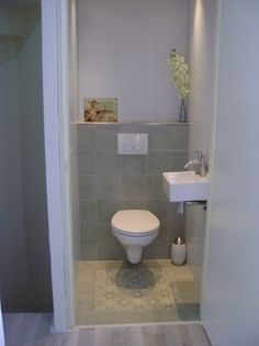 Toilet met decor tegels