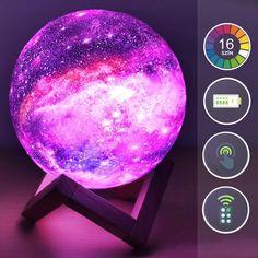 A gömblámpa 16 féle szín és 4 funkció megjelenítésére képes, ezek között az érintőkapcsoló és a távirányítós vezérlő segítségével bármikor válthatsz – hangulatos világítást teremtve ezzel az otthonodban. A lámpatest nem melegszik fel, így gyermekek közelében is biztonságosan használható. Star Night Light, Stars At Night, Light Up, Lamp Light, Sky Night, Light Touch, Night Lights, Lampe Led, Led Lamp