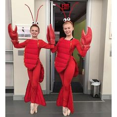 #mulpix Lobsters on fleek!  costumes for one of my roles in Alice in Wonderland  #aliceinwonderland  #ballet  #bunhead  #naomibabcock  #pointe  #pointeperspective  #onpointe  #dance  #lobsters  #vagonava