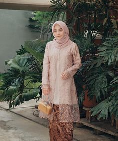 Image may contain: 1 person, standing Model Kebaya Muslim, Model Kebaya Brokat Modern, Kebaya Modern Hijab, Dress Brokat Modern, Kebaya Hijab, Modern Hijab Fashion, Batik Fashion, Muslim Fashion, Women's Fashion