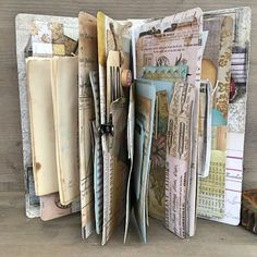 Travel Journal Ideas Diy Smash Book Mini Albums Ideas For 2019 Art Journal Pages, Junk Journal, Journal Paper, Scrapbook Journal, Journal Covers, Notebook Covers, Journal Cards, Mini Albums, Mini Scrapbook Albums