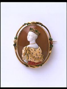 Brooch with cameo of Queen Victoria, by Félix Dafrique; cameo by Paul Lebas (active Paris Dated 1851 Shell, gold, enamel, emeralds and diamonds. History of jewellery - Victoria and Albert Museum Victorian Jewelry, Antique Jewelry, Vintage Jewelry, Ancient Jewelry, Victorian Era, Cameo Jewelry, Jewelry Art, Royal Jewels, Victoria And Albert Museum