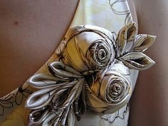 Fabric roses with leaves DIY