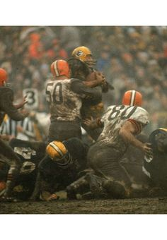 Anyone up for a reenactment of the Green Bay Packers vs. Cleveland Browns in the 1965 NFL Championship game. Green Bay Packers Fans, Go Packers, Packers Football, Greenbay Packers, Football Players, Football Today, Football Memes, School Football, Football Cards