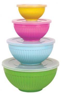 Smart og praktisk bollesett â 4 boller i friske farger.Disse kan brukes til så mangt, både tilberedning og servering. I tillegg er det lokk til alle, som gjør oppbevaring av mat enklere. Sett litt farge på hverdagen!