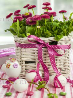 I love this pink for easter Flower Arrangements Simple, Flower Centerpieces, Easter Parade, Easter Colors, Easter Holidays, Spring Colors, Happy Easter, Holiday Fun, Decoupage