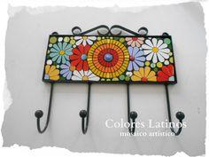 Perchero realizado con azulejos esmaltados artesanalmente! de Colores Latinos Mosaico Artístico