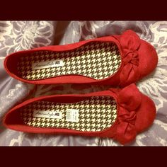 Red bow flats Only worn once for a few hours. Great condition! Size 9.5  American Eagle by Payless Shoes Flats & Loafers