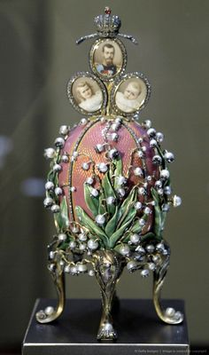 This egg is one of only three eggs executed in the Art Nouveau style, of which the Empress was very fond. Gold egg enameled translucent rose on a guilloche field covered with gold-stemmed flowers made of pearls, diamonds and rubies on a guilloche field, segmented by narrow bands of small diamonds. It is supported on four dull green gold cabriole legs composed of overlapping leaves veined with rose diamonds.