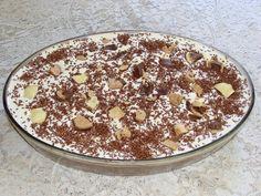 A Torta de Bolacha Maria é uma sugestão de sobremesa prática, econômica e deliciosa. Faça para a família e deixe todos de boca aberta! Veja Também:Torta d