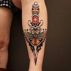 Home - Tattoo Spirit Neotraditionelles Tattoo, Tattoo Motive, Sternum Tattoo, Cover Tattoo, Piercing Tattoo, Traditional Butterfly Tattoo, Traditional Style Tattoo, Traditional Mermaid Tattoos, Traditional Dagger Tattoo