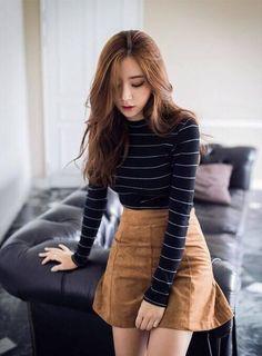 Korean fashion - 10 outfits coreanos con falda que te van a encantar – Korean fashion Korean Skirt Outfits, Korean Casual Outfits, Mode Outfits, Fall Outfits, Outfit With Skirt, Autumn Skirt Outfit, Winter Outfits With Skirts, Korean Outfits School, Korean Winter Outfits